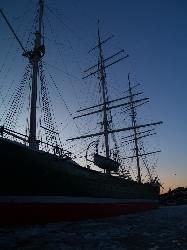 Geisterschiff im Hafen von Hamburg